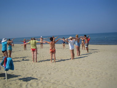 Gymnastikstunde am Strand